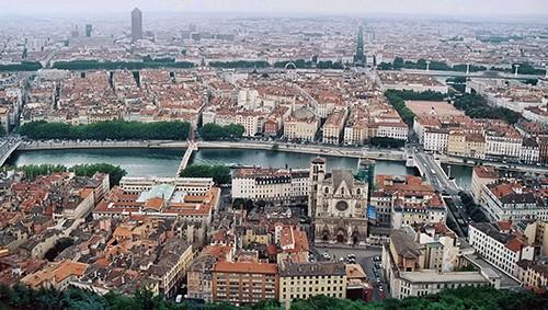 Lyon-fenetre-pergola-agence-imperium-ouvertures