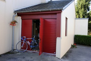 Porte de garage sectionnelle latérale sur mesure - réalisations devis gratuit