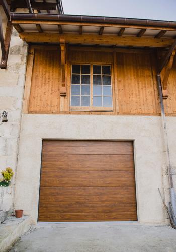 Porte de garage sectionnelle plafond sur mesure - réalisations devis gratuit