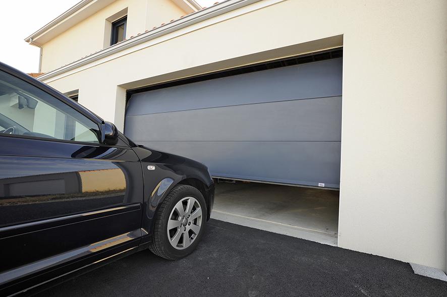Porte de garage sectionnelle plafond sur mesure devis for Porte de garage sectionnelle lisse