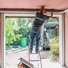 Pose en rénovation d'une porte de garage à Meylan