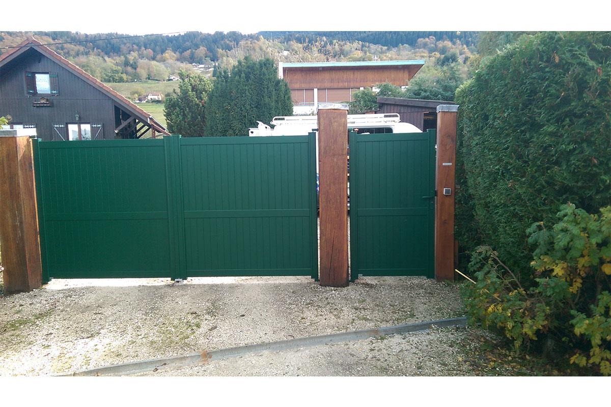 Portail vert battant aluminium - Saint-Martin-d'Uriage (38)