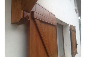 Volets battants PVC chêne doré Marthod